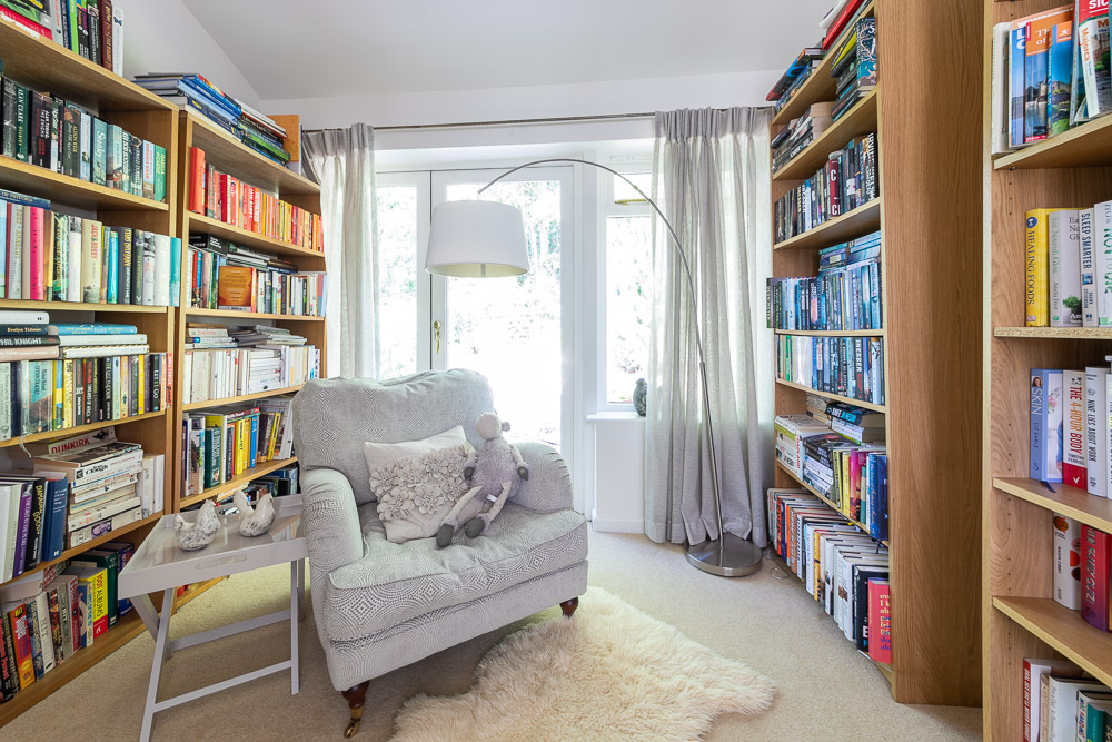 Library of Large Cottage for Family Celebrations in Bucks Milton Keynes